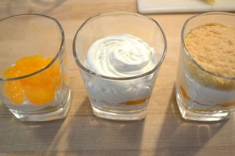 Kaesesahne-schichten im Glas