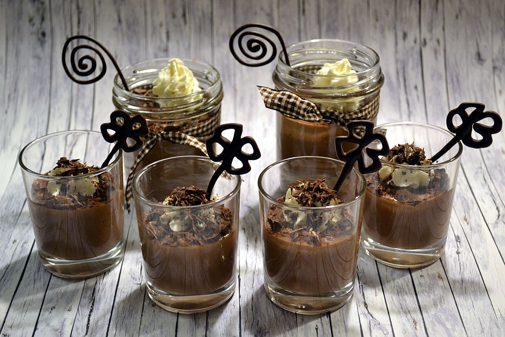 schokoladenpudding selbst gemacht rezept desserts im. Black Bedroom Furniture Sets. Home Design Ideas