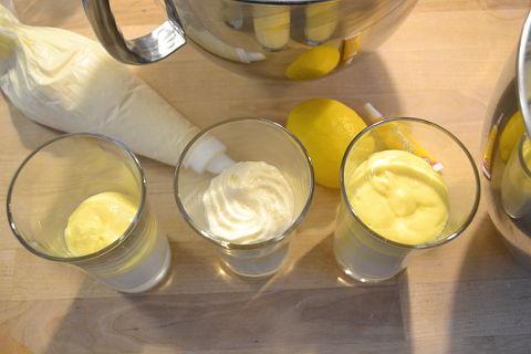 Zitronencreme Dessert schichten